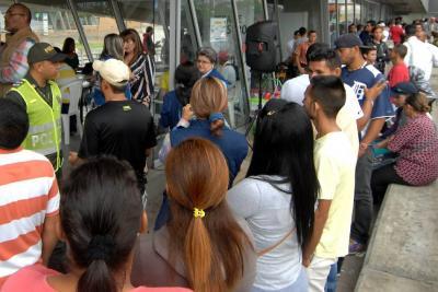 Con fallas y gran asistencia, inició censo de venezolanos
