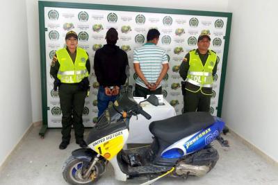 Capturan a presuntos ladrones luego de robar un celular