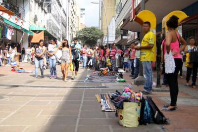 Reubicarán a vendedores ambulantes de Bucaramanga en parques y les pondrán uniforme