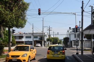 A paso de tortuga se mueve multimillonario contrato de semáforos