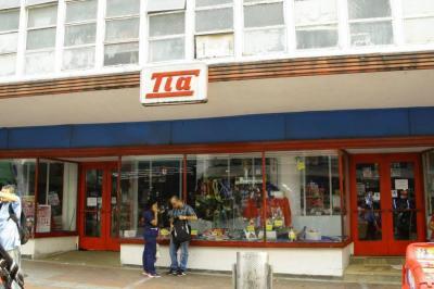 Vendedores informales piden ser reubicados en antigua sede del TIA de Bucaramanga
