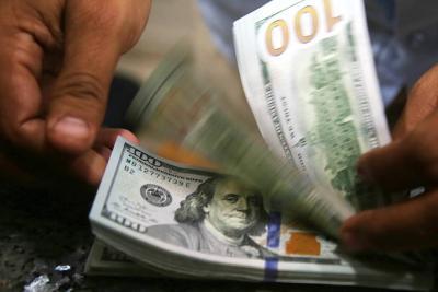 El dólar se ubicó cerca a los $ 2.700