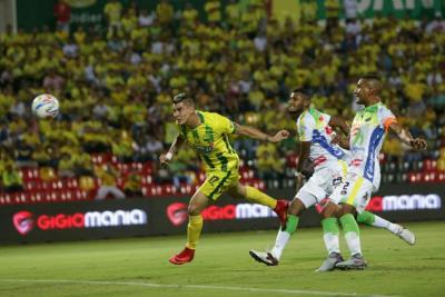 Con un gol a los 21 segundos del partido, Bucaramanga perdió 0-1 con el Huila