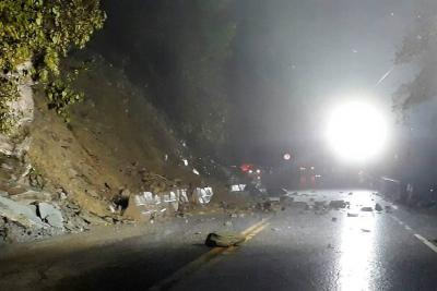 Restablecen paso en los dos sentidos de la vía Bucaramanga- San Gil tras derrumbe