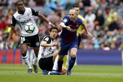 Barcelona, cada vez más cerca de la Liga: venció 2-1 al Valencia