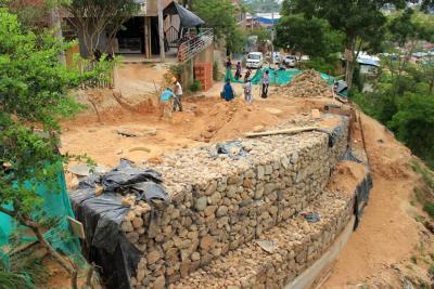 Se construyó muro  para estabilizar la vía principal al Carrizal