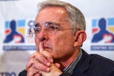 Juez ordena que senador Uribe rectifique señalamientos contra Daniel Coronell