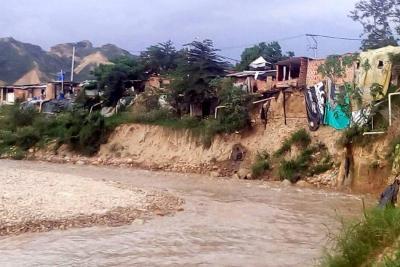 Lluvia y derrumbes causan temor en Brisas del Río Frío