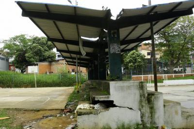 Polideportivo de Zapamanga II y III, en total desatención