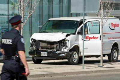 Vehículo arrolla multitud: nueve muertos y 16 heridos en Toronto