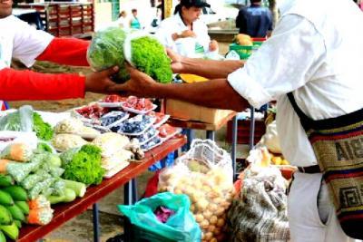 Abren espacio al comercio rural local en área urbana