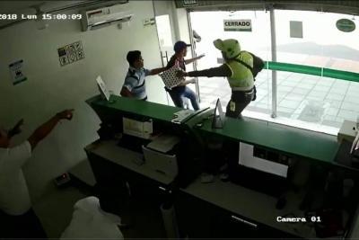 Videos registraron hurto y balacera a establecimiento comercial de Bucaramanga