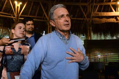 Estas son las riñas de Uribe en Twitter
