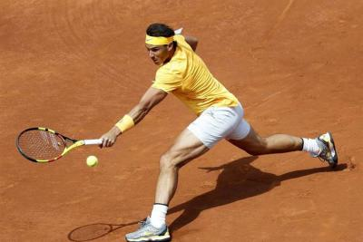 Nadal sigue firme en Barcelona, mientras que Djokovic fue eliminado