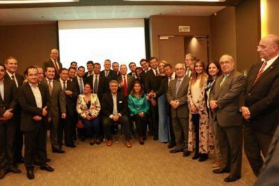 El Partido Conservador quedó en libertad para elegir entre Duque y Vargas Lleras