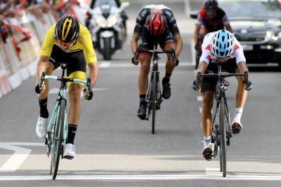 Egan Bernal mantiene el segundo puesto en la general de la Vuelta a Romandía