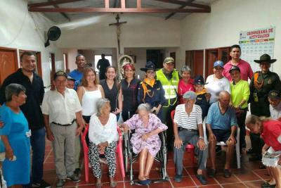 Adultos mayores de Floridablanca gozaron una tarde recreativa con la Policía