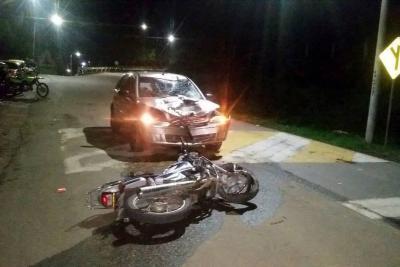 Motociclista en estado de embriaguez colisionó con un vehículo