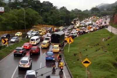Congestión vial por lluvias en el área metropolitana de Bucaramanga