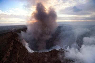 Ordenan evacuaciones en Hawai por erupción del volcán Kilauea
