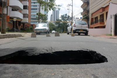 Carrera 40 con calle 46 permanecerá cerrada por un nuevo 'cráter'
