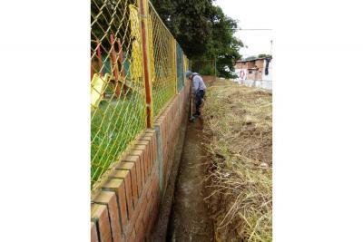 Se limpió canaleta en Cabecera del Llano que estaba represada