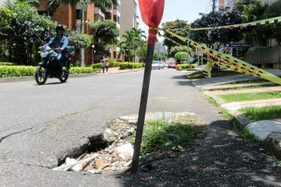 Abren licitación para reparcheo de más de 300 huecos críticos en Bucaramanga