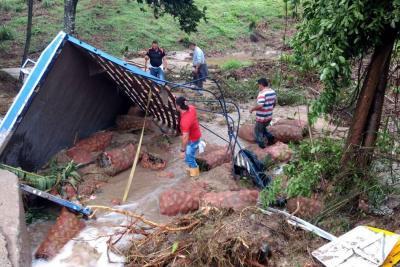 Transmisión desde el lugar de la emergencia por deslizamiento de tierra en Santander