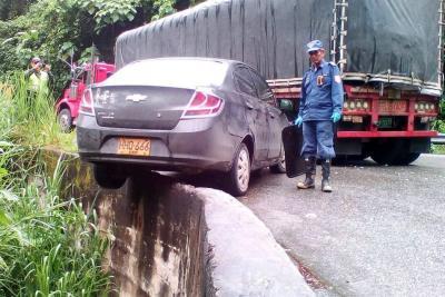 Colisión de vehículos dejó  cuatro personas lesionadas