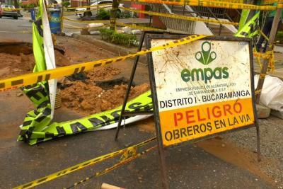 Por hundimiento de vía, calle 46 quedará en doble sentido en Bucaramaga