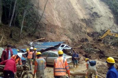 Vía Bucaramanga - Cúcuta continúa cerrada tras deslizamientos
