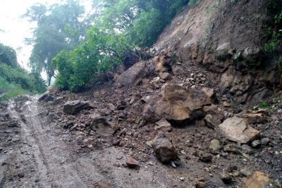 Derrumbes y temor por lluvias en la Provincia