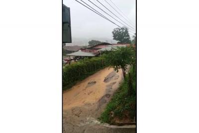 Las lluvias han hecho 'ríos' en vías destapadas