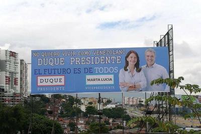 Una valla del Centro Democrático en Bucaramanga suscita polémica en redes