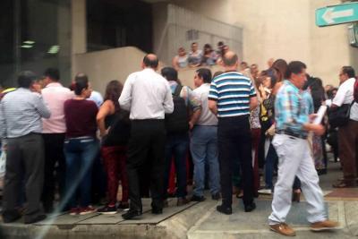 Contadores públicos protestan por fallas técnicas en la plataforma de la Dian