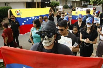 Este domingo realizaron un plantón en Bucaramanga contra las elecciones en Venezuela