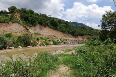 AMB recomendó limpieza de canales de aguas en Girón