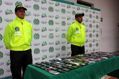 Policía los capturó por comercializar celulares robados en Bucaramanga y un juez lo dejó libres