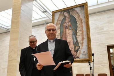 Renuncian todos los obispos chilenos por escándalo de pederastia