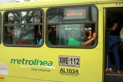 Ataque a bus de Metrolínea dejó pasajera lesionada en Piedecuesta
