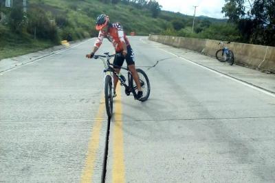 Este hueco es una trampa mortal para ciclistas en Santander
