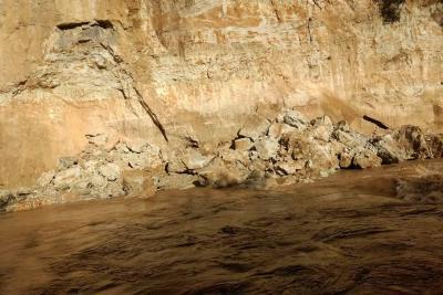 La caída de material preocupa a la comunidad de Santa Cruz