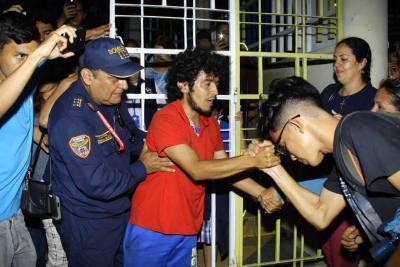 Se salvaron cinco árboles y activista terminó protesta en La Normal de Bucaramanga