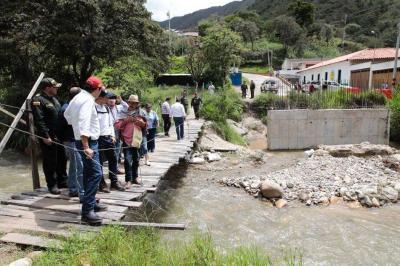 Áreas de salud y vías rurales son atendidas en Onzaga