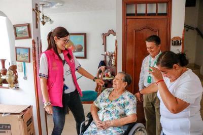 Personas con discapacidad recibieron ayudas técnicas