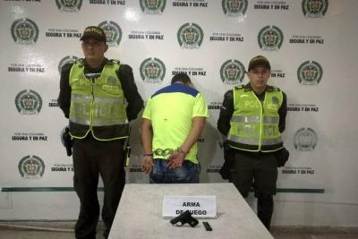 Arrestan en Bucaramanga a hombre que amenazaba con arma de fuego a su pareja