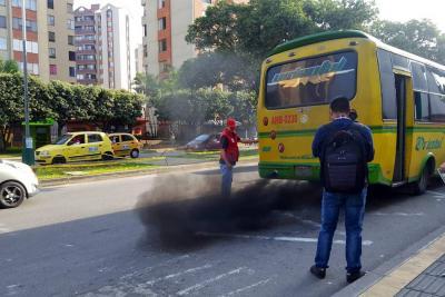 Se inician multas a los llamados vehículos 'chimeneas' por contaminar a Bucaramanga