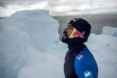 Vea el salto de Orlando Duque en la Antártida