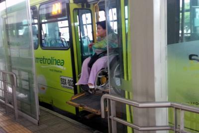 Tras reiteradas quejas, Metrolínea asegura que mejorará servicio para discapacitados