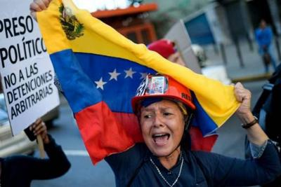 Catorce manifestantes liberados tras oferta del presidente Maduro